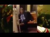 Пьяныи мужик исполняет Get Low