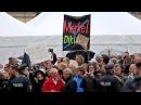 Dresden: Das Pack empfängt Angela Merkel und Joachim Gauck