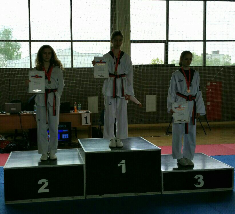 Juniors_female_42kg