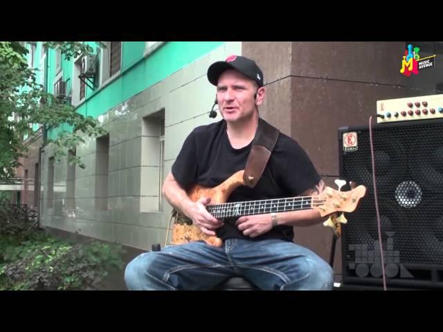 Мастеркласс бас-гитариста Войтека Пиличовски (Wojtek Pilichowski) в маг. Music Avenue (Алматы, 2013)