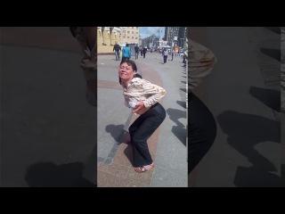 Страстная Наташа из Новокузнецка показывает грудь за соточку