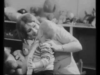 Джон документальный фильм 1969г. Теория привязанности.