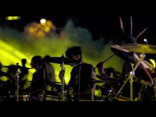 Более тысячи музыкантов исполнили «Smells Like Teen Spirit»