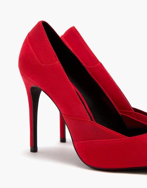 Туфли на шпильке с эластичными вставками