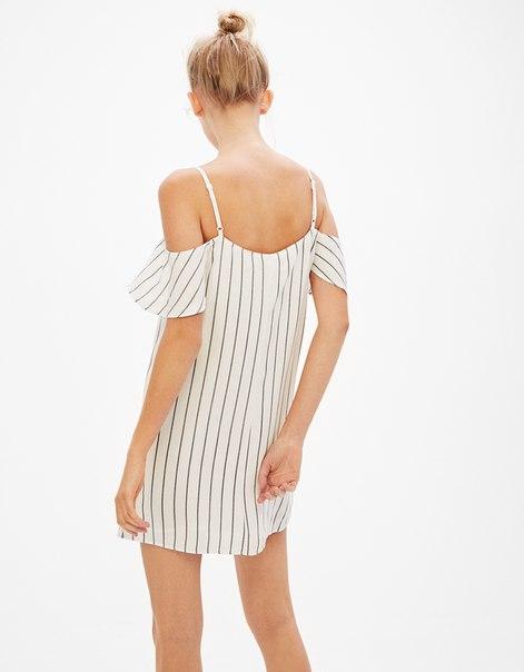 Платье с воланами на рукавах