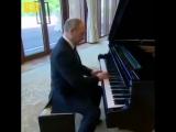 Путин играет Still Dre