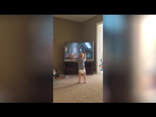Малыш умело тренируется с Рокки Бальбоа