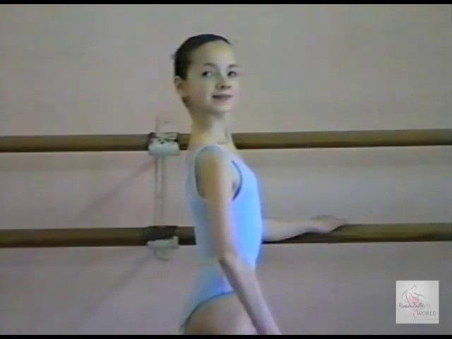 Vaganova Ballet Academy Exam 1/5 (1995) barre. Anna Sysoeva, Olesya Novikova