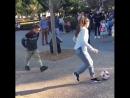 Дівчина і м'яч