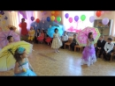 Танец с зонтиками)