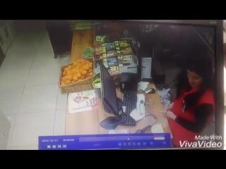 ЖЁСТКИЙ испуг на работе в магазине красно белом.
