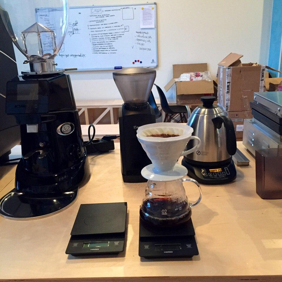 Заваривание кофе в V-60 каждое утро - как ритуал в офисе