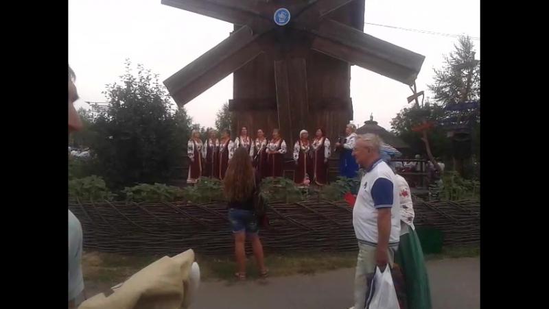 какой-то ансамбль на сорочинской ярмарке