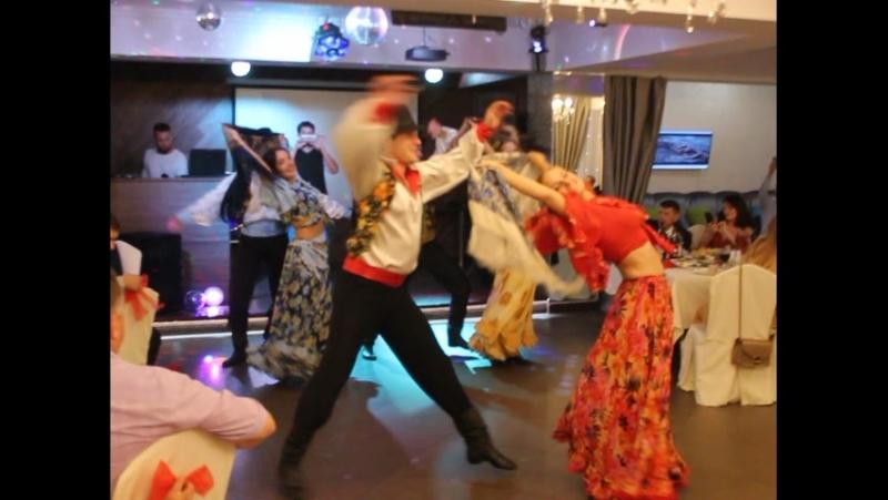 УЗОРОЧЬЕ танцует на свадьбе у своей коллеги-невесты Александры и Димы)