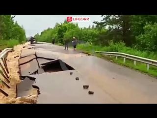 В Новгородской области из-за ливней смыло дорогу