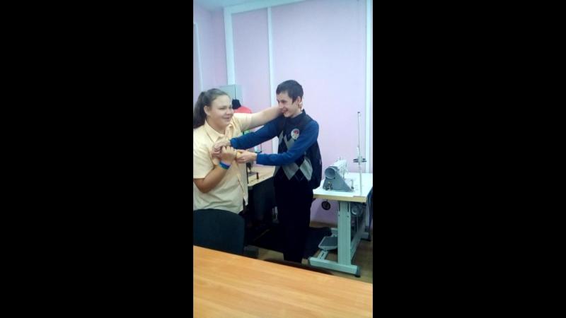 луканов выполняет действия