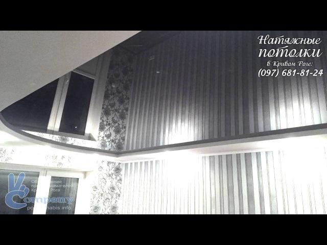Черный зеркальный глянцевый натяжной потолок в зале хрущёвки фото Кривой Рог