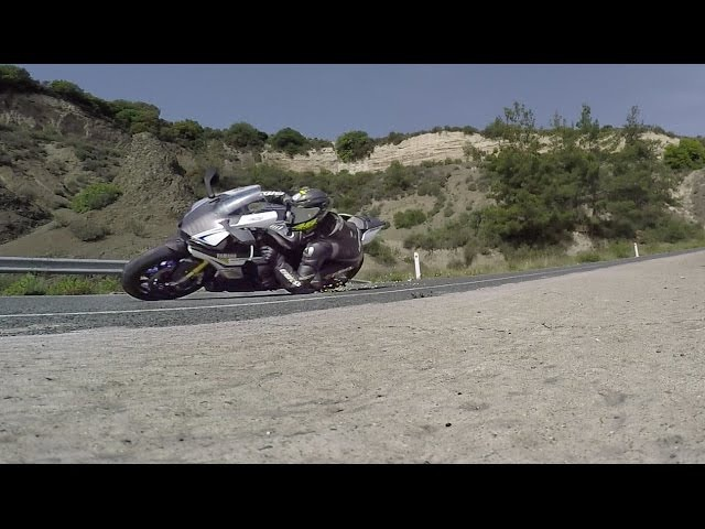 Don't Try This At The Street Yamaha R1M Elbow Dragging Fly By