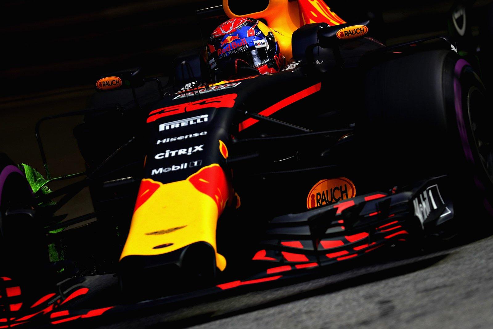 Гран-при Сингапура: Феттель, Райкконен, Ферстаппен иКвят попали вДТП, одержал победу  Хэмилтон