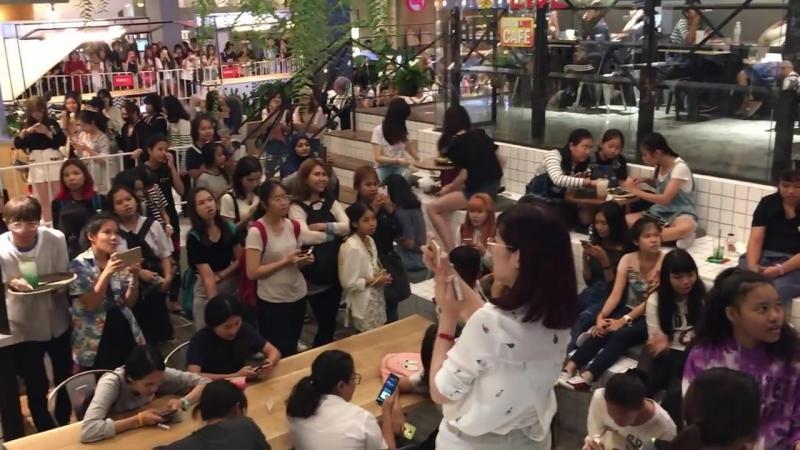 [VIDEO] BTS Brick Live Café в ТЦ Show DC (Бангкок, Таиланд)