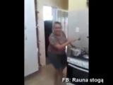Пьяная женщина! Танцы на кухне)))))
