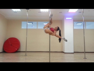 Вот это девочка, супер спортсменка секси фитоняшка стриптиз стриппластика на шесте упругая жопа сиськи раздвигает ножки секс1