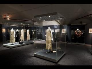 Выставка «Элегантность и роскошь ар деко. Институт костюма Киото, ювелирные дома Cartier и Van Cleef Arpels»