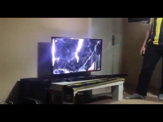 Фанат Фенербахче разбил телевизор по ходу дерби