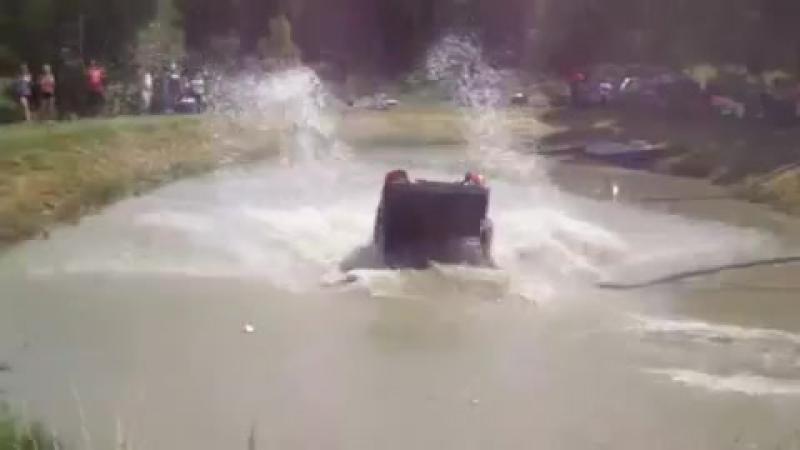 Работа каскадеров. Трюк! Автомобиль Падает в воду.