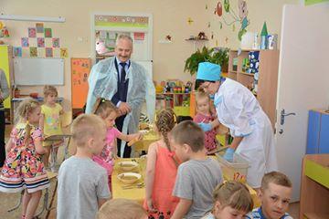 Хабаровские единоросы заглянули в школьные столовые