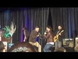 Дженсен и Роб поют Last Question SPNJax JaxCon 2017