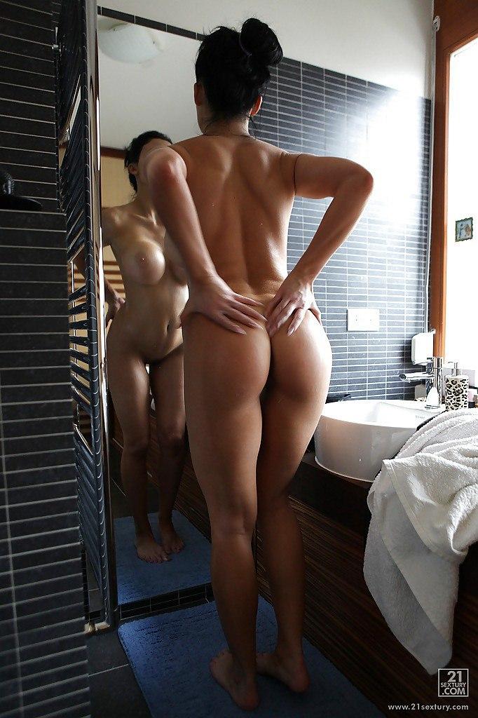 Chinese dame enjoys public banging