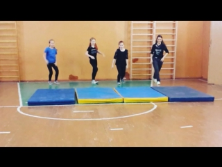 А у нас гимнастика и акробатика! А ещё мы умеем летать! 😀
