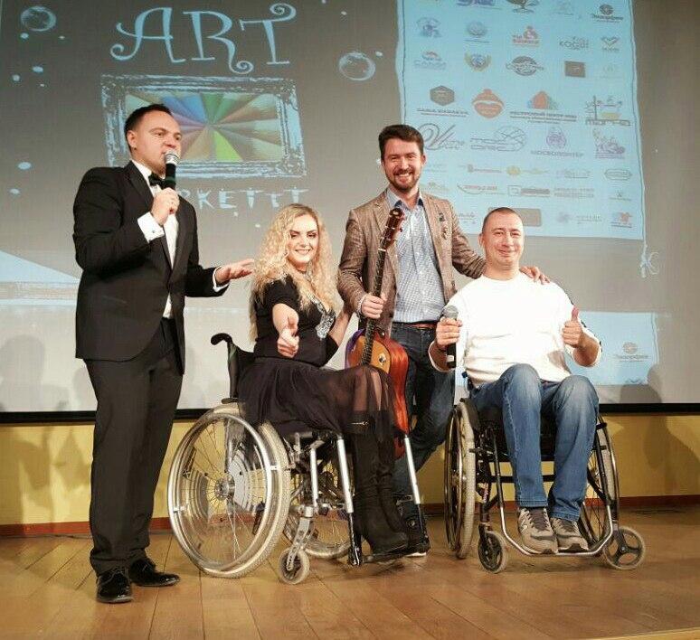 1-го декабря группа ДНК побывали на фестивале АРТмаркеТтТ проходившем в Московском Доме Общественных Организаций