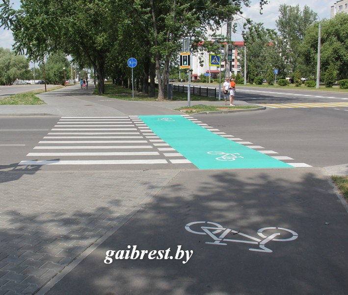 Нужно ли спешиваться на новых велосипедных переходах в Бресте?