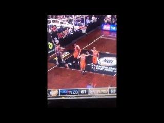 New Zealand basketball player suffers eye injury #LiveLeak