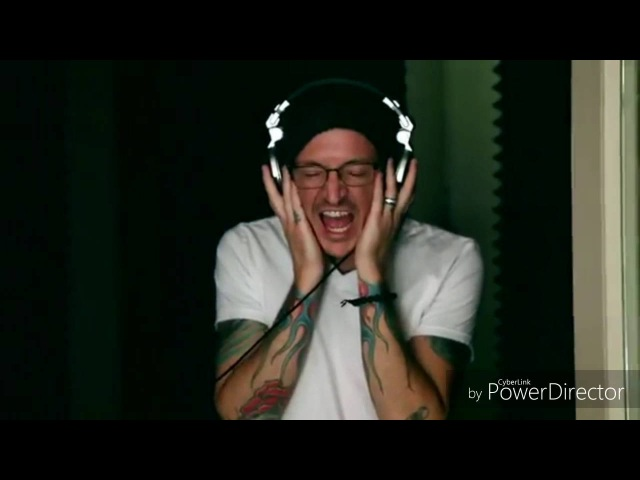 Chester bennington recording vocals in the studio (chester grabando voces en el estudio)