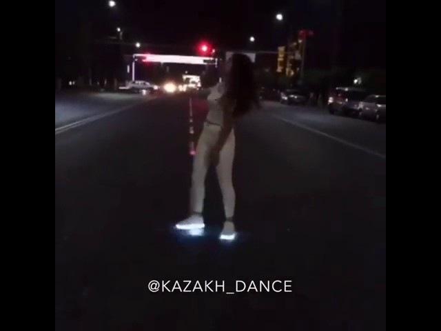 Блин как есть же таланты супер танец танцует круто