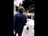 Джаред спускается на автограф сессию