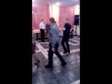 когда твой сын знает толк в танцах!