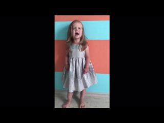 Арина Зенкина, 2 года, читает наизусть стихотворение К.И. Чуковского