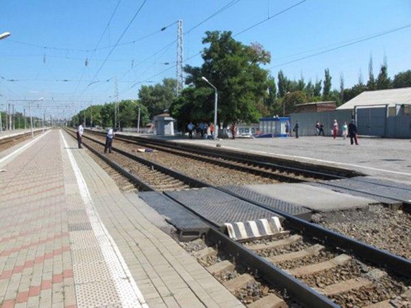 В Таганроге грузовой поезд насмерть сбил глухого 82-летнего пенсионера