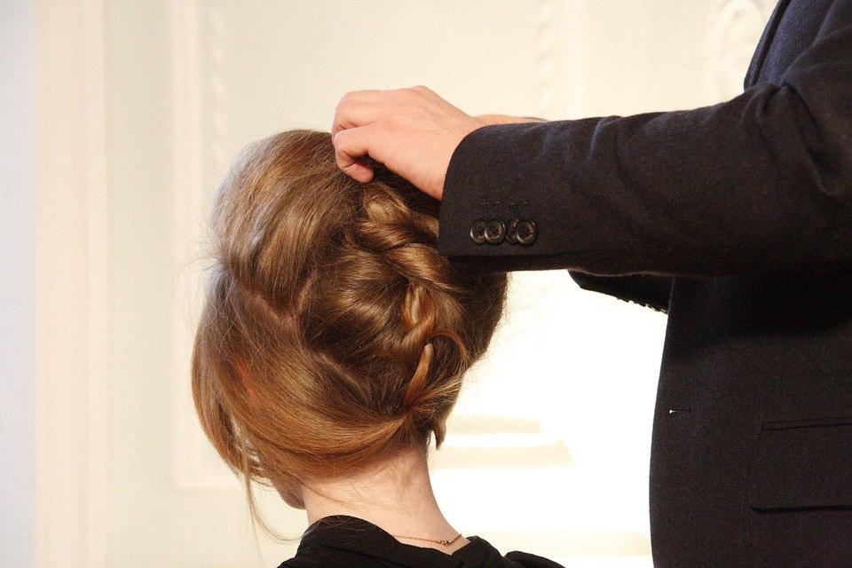 Осенняя забота: как восстановить ломкие волосы