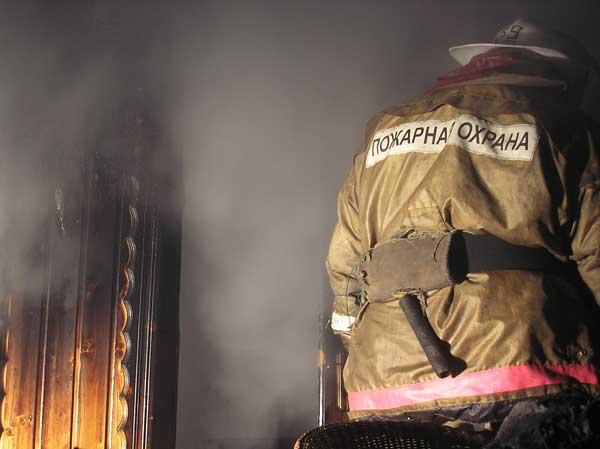 В Мурманске загорелся жилой дом