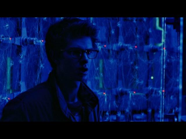 Питера Паркера кусает паук из лаборатории «OsCorp». Новый Человек-паук 2012.