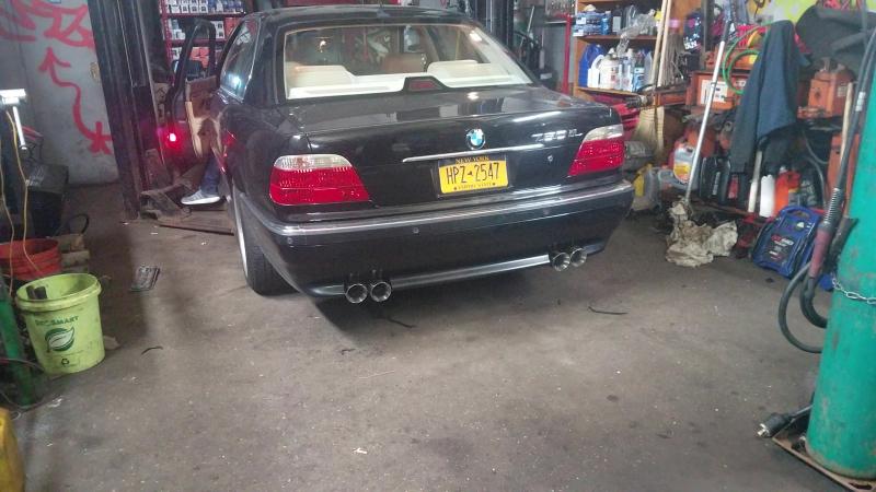 Bmw 750il v12 exhaust sound