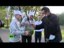 Steven Seagal visita Bielorrusia- Come una zanahoria y disfruta de una cena con el presidente