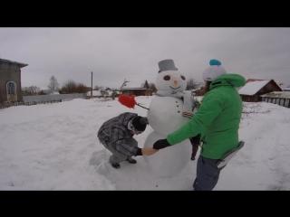 Пермяки лепят снеговика