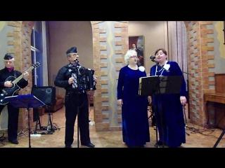 Поют Анастасия Соломонова и Ольга Голованова.