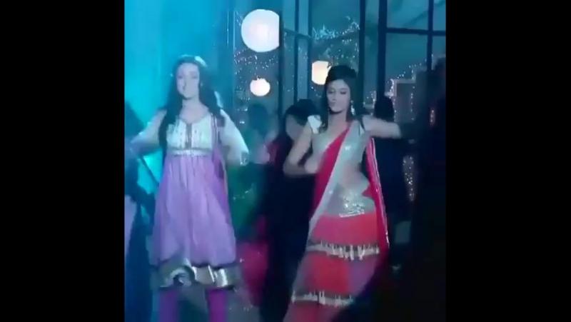 Танец Кхуши и Лаванье.